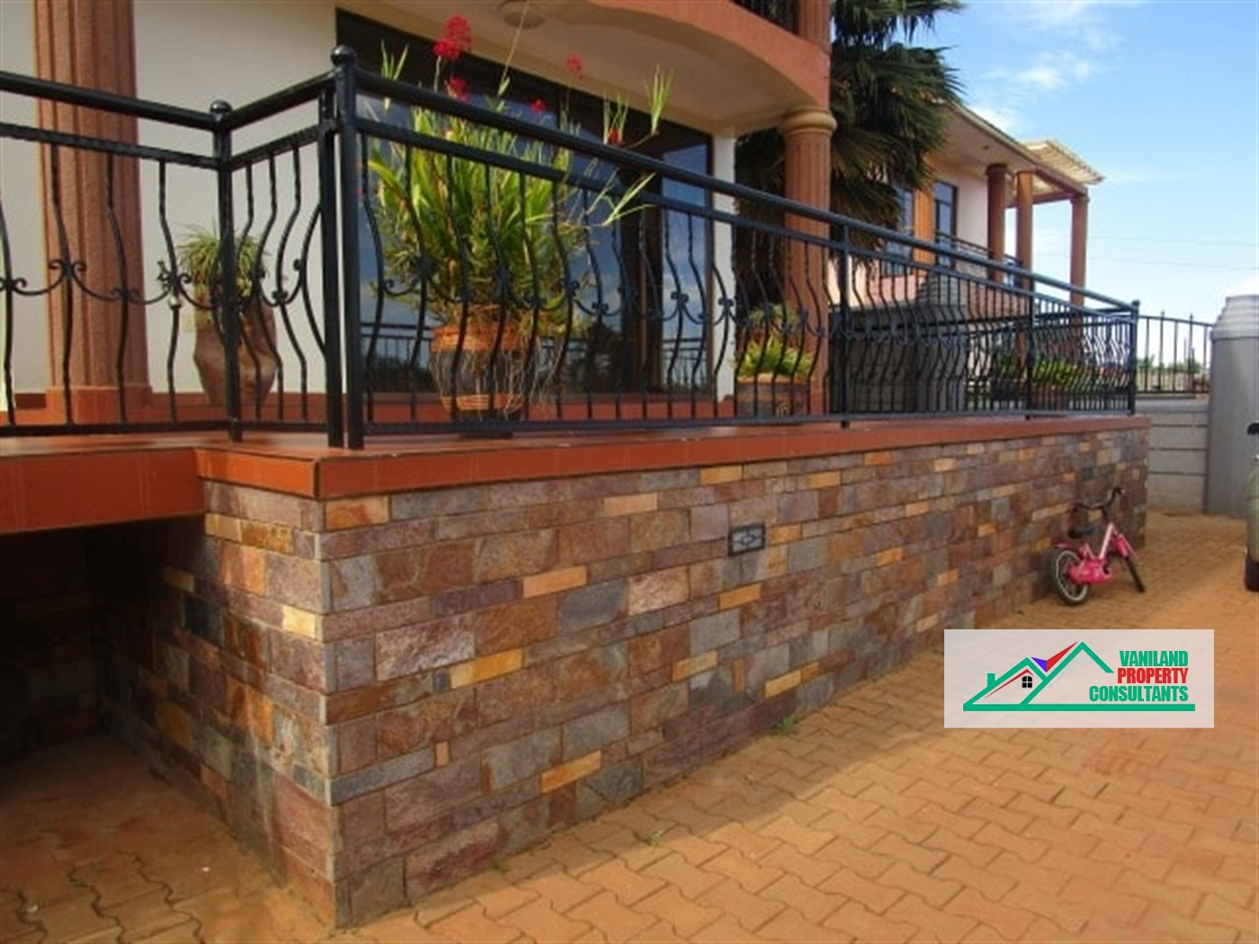 Mansion for sale in Buwaate Wakiso
