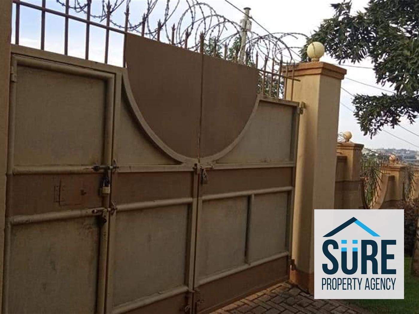Mansion for sale in Kirinya Wakiso