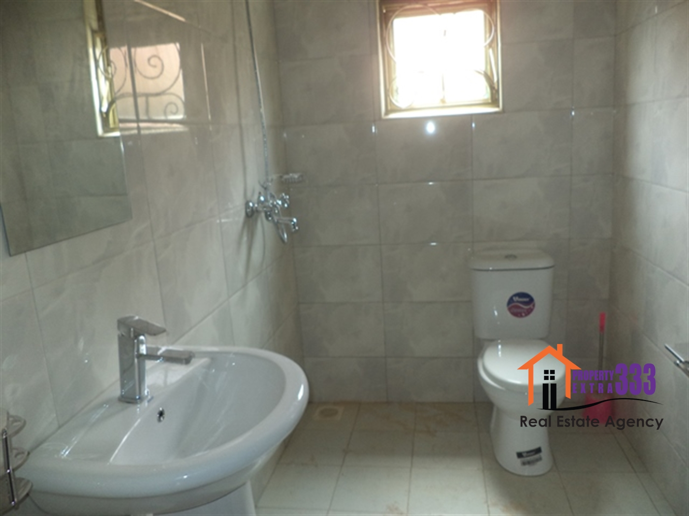 Town House for rent in Kisaasi Kampala