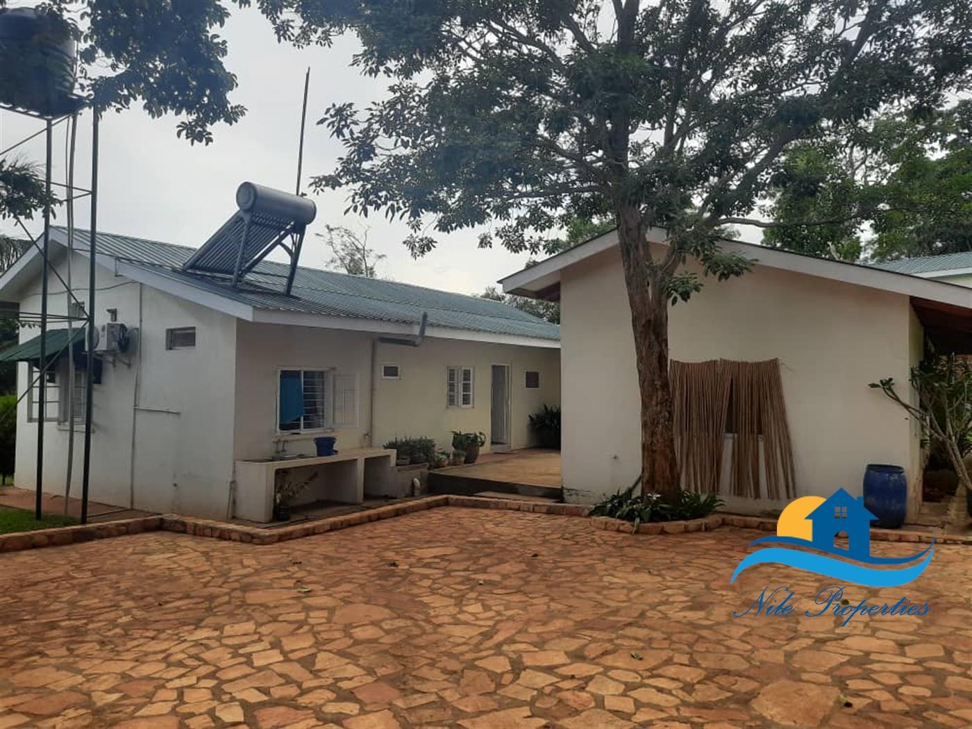 Storeyed house for sale in Jinjagolfcourse Jinja