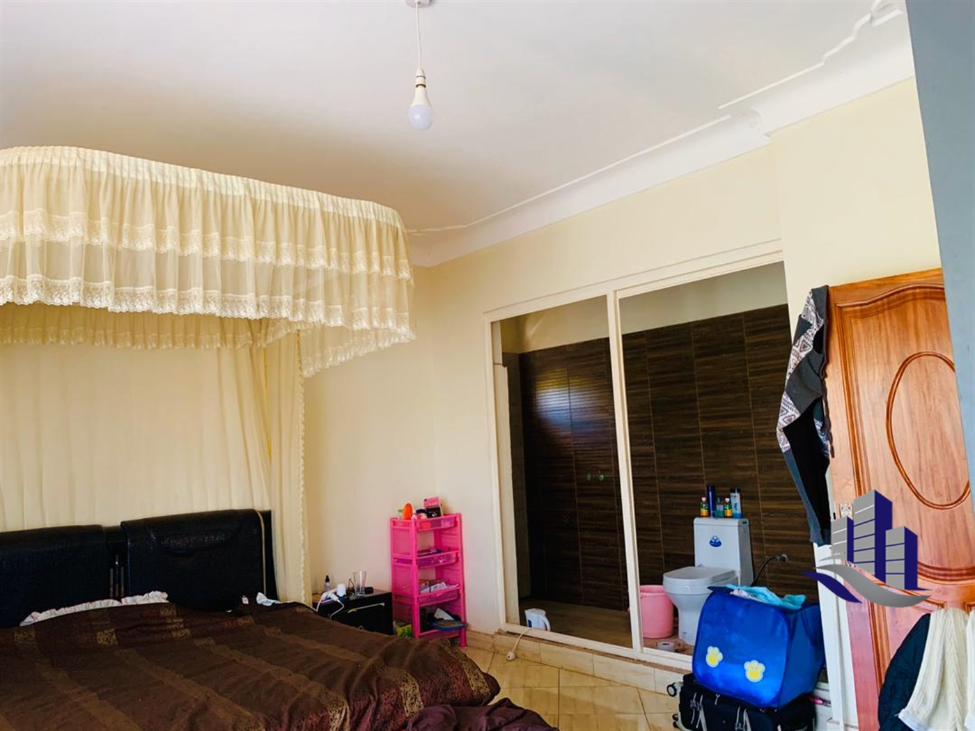 Storyed house for sale in Sseguku Wakiso