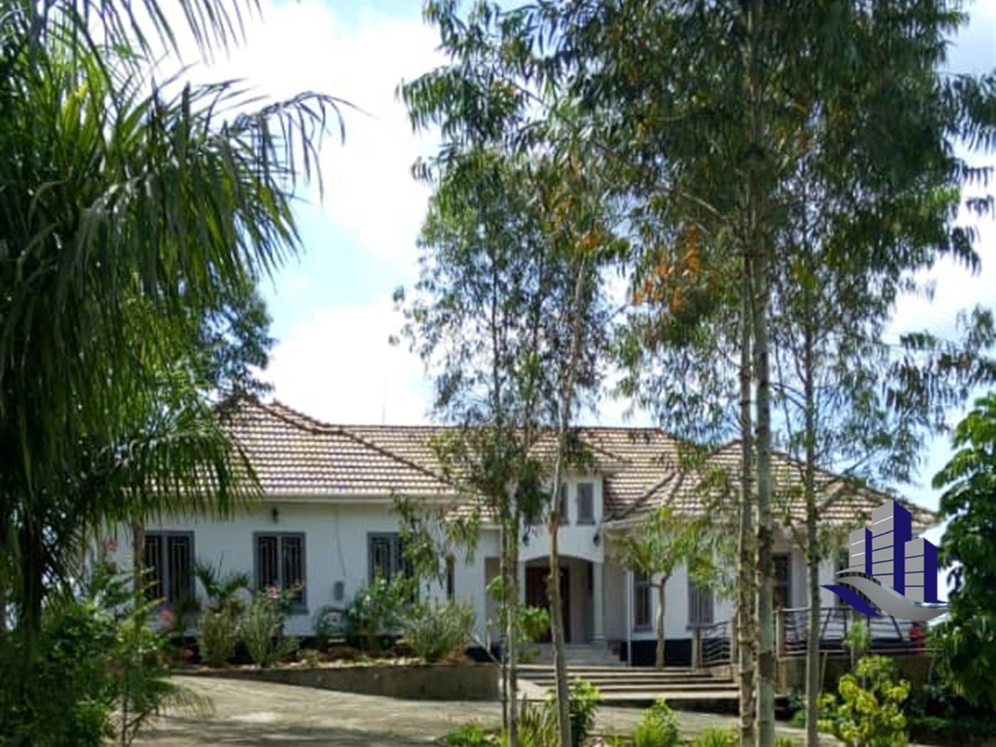 Mansion for sale in Nansana Wakiso