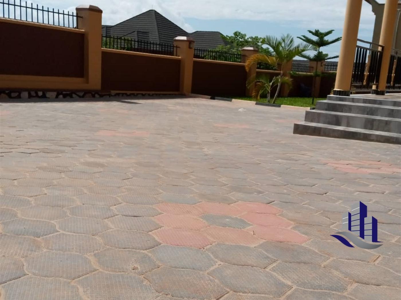 Storyed house for sale in Bwebajja Wakiso