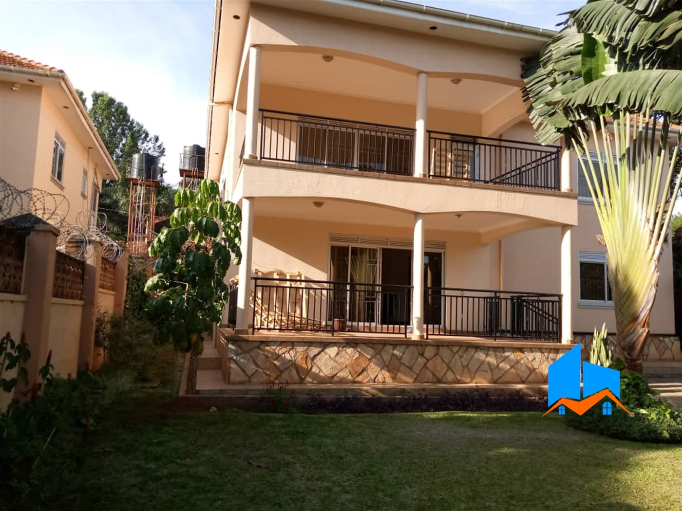 Duplex for sale in Mbuya Kampala
