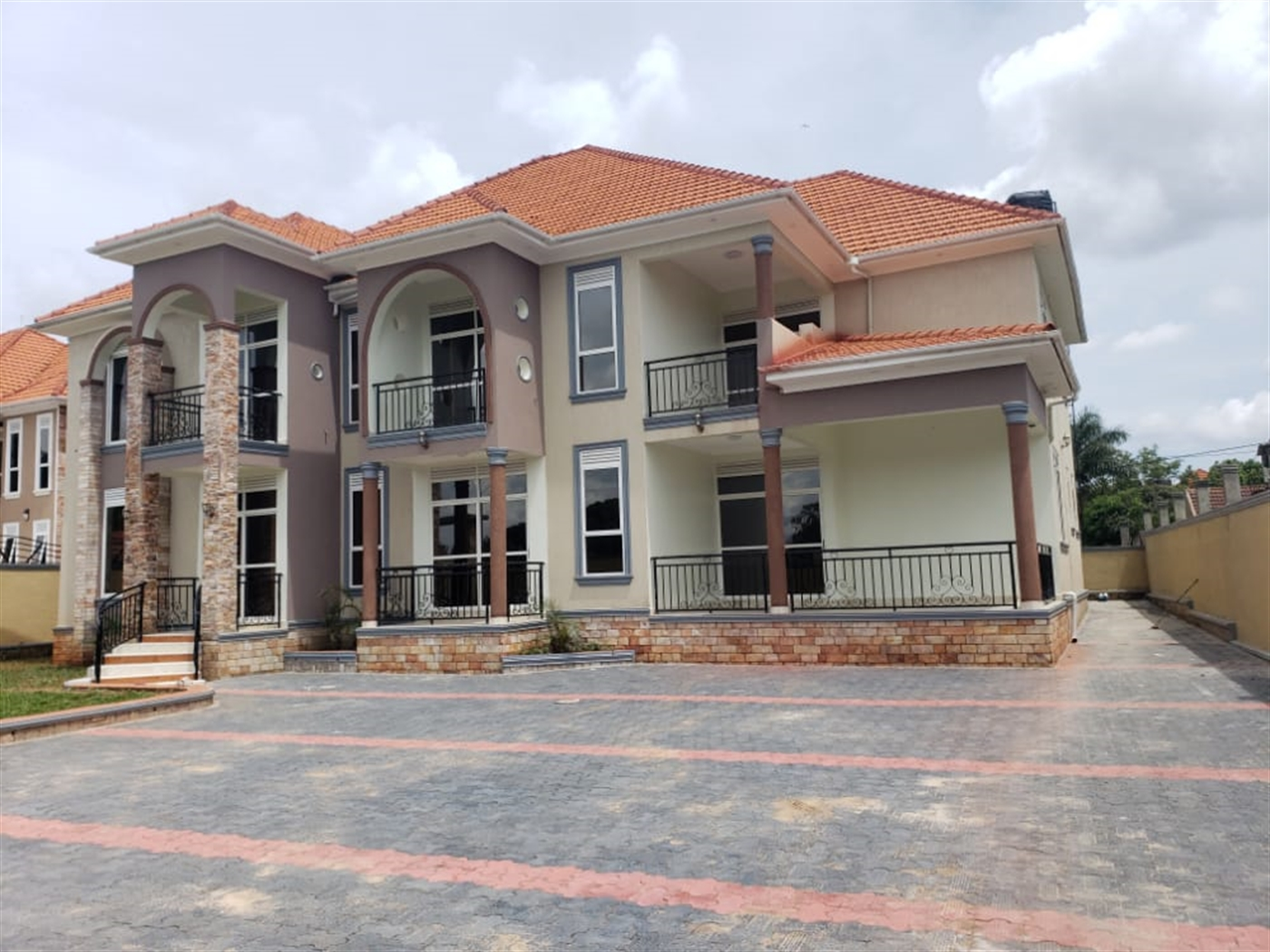 Storyed house for sale in Bunga Wakiso