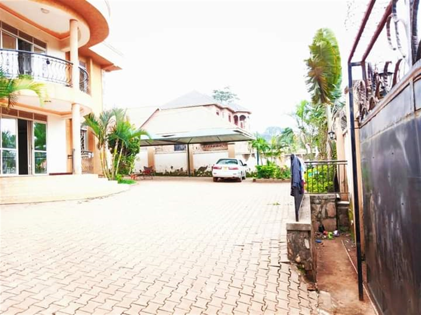 Storyed house for sale in Seguku Wakiso