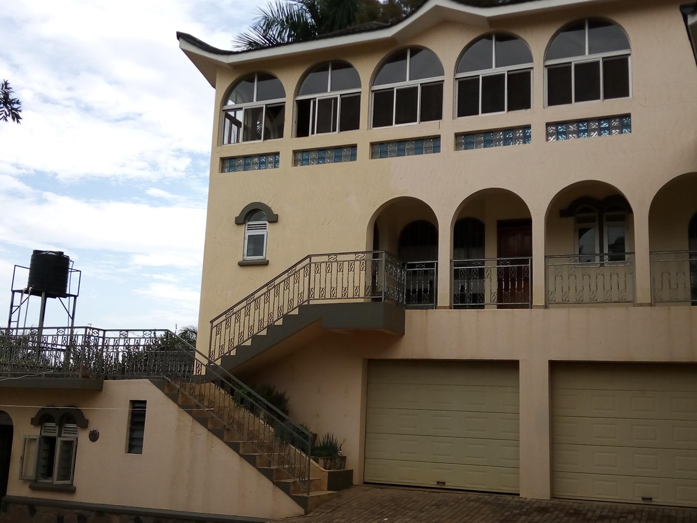 Duplex for rent in Bugolobi Kampala